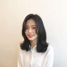 빌드펌 Medium Hair Cuts, Medium Hair Styles, Curly Hair Styles, Lob Hairstyle, Long Bob Hairstyles, Korean Perm Short Hair, Asian Haircut, Shot Hair Styles, About Hair