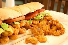 Louisiana Shrimp Po Boy Sandwich mátame uno d mis sandwiches favoritos Cajun Recipes, Copycat Recipes, Seafood Recipes, Cooking Recipes, Fried Shrimp Recipes, Cajun Cooking, Cajun Food, Tofu Recipes, Fast Recipes
