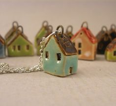 Turquoise GREEN Tiny House Pendant in Stoneware от elukka на Etsy Ceramic Jewelry, Ceramic Clay, Polymer Clay Jewelry, Ceramic Pottery, Clay Houses, Ceramic Houses, Miniature Houses, Pottery Houses, Clay Projects