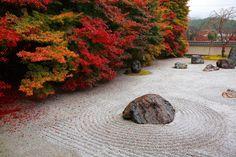Japanese Rock Garden, Zen Rock Garden, Dry Garden, Japanese Garden Design, Japanese Gardens, Garden Stones, Sacred Garden, Japan Landscape, Japan Garden