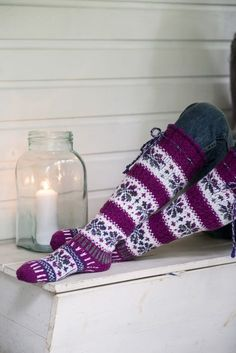 Showy floral fair isle socks are worked in Novita 7 Veljestä Brothers) and 7 Veljestä Raita Brothers Stripe) yarns. Choose your favorite colors, these socks would make a marvelous gift! Knitted Boot Cuffs, Knit Boots, Knitted Slippers, Wool Socks, Knitted Bags, Crochet Socks, Knitting Socks, Hand Knitting, Knitting Patterns
