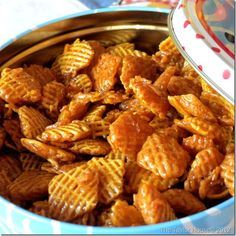 Caramel Crispix Ingredients 2 small boxes of Crispix Cereal 2 cups of butter 2 cups of brown sugar ½ cup Light Karo syrup ½ tsp Vanilla ½ tsp Baking Soda Instructions Melt butter in a sa Chex Mix Recipes, Snack Recipes, Cooking Recipes, Dessert Recipes, Cereal Recipes, Recipes With Rice Chex, Bacon Recipes, Snacks Für Party, Snacks