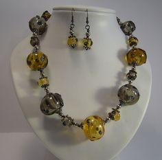 59A Collier ambre et gris 1 | Flickr: partage de photos!
