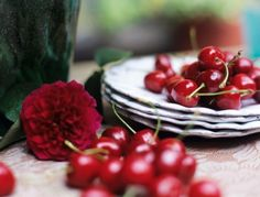 gorgeous picture, yummy cherries!