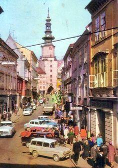 Michalska ulica 60. roky #michalska #starabratislava [zdroj: neznamy] Bratislava, Fictional World, Old City, Alter, Old Photos, Nostalgia, Php, Street View, Retro