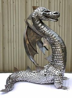 Now this is just plain cool--a dragon made entirely out of SPOONS! Dragon Images, Dragon Pictures, Fantasy Creatures, Mythical Creatures, Dragon Jewelry, Metal Artwork, Metal Working, Fantasy Art, Beast
