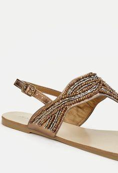 Pour les belles audacieuses, Griselda ajoutera de l'éclat à vos tenues avec ses finitions en perles et son attache à la cheville. Ce sera un nouvel élément à votre look....