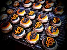 SF Giants Cupcakes San Fran Giants, My Giants, Giants Baseball, San Francisco Giants, 30th Party, Couture Cakes, Giant Cupcakes, Dessert Decoration, Wedding Cupcakes