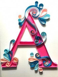 Letter with paper feathers & # A & # 12 - Quilling Paper Crafts Paper Quilling For Beginners, Paper Quilling Tutorial, Paper Quilling Patterns, Quilled Paper Art, Quilling Techniques, Diy Paper, Paper Crafts, Quilling Ideas, Arte Quilling