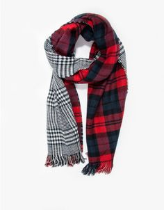 Soft reversible scarf with contrast patterns. Features fringed edges and oversized design for versatile wear.   •Oversized plaid scarf •Reversible with contrast patterns •Fringed edges •70% acrylic, 30% wool