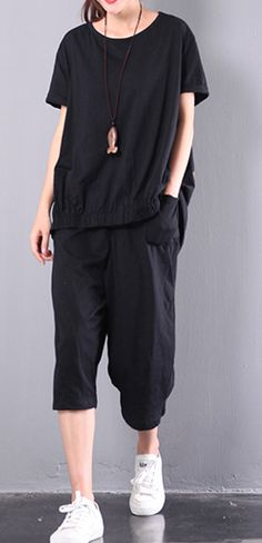 new black two pieces stylish print t shirt and crop pants