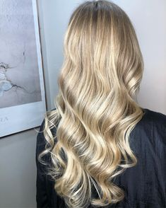 Champagne Blonde is a subtle blende of blonde balayage that looks just as expensive as its namesake! Beautiful Wella colour created by Alexandra Collins. Blonde With Pink, Warm Blonde, Beige Blonde, Silver Blonde, Cool Blonde, Shades Of Blonde, Blonde Ombre, Blonde Color, Blonde Balayage