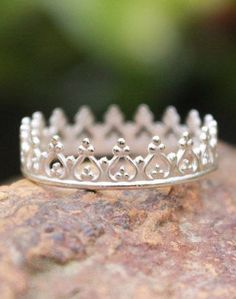 Crown Ring Princess Ring Silver...love this!  Would look great on my right thumb!