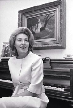 Beautiful Joan and her..piano. So Beauty ...Mom ❁❤❁❤❁❤❁❤❁❤ Virginia Joan Kennedy (née Bennett; born on September 2, 1936) is an American socialite and musician who was the first wife of U.S. Senator from Massachusetts Ted Kennedy. http://en.wikipedia.org/wiki/Joan_Bennett_Kennedy