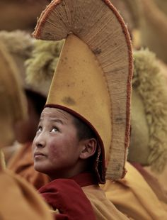 Yellow Hat Monk in Tibet Buddhist Monk, Tibetan Buddhism, Luge, We Are The World, People Around The World, Le Tibet, Tall Hat, Himalaya, Religion