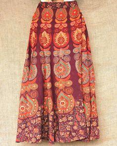 Roda veste e fica linda!  Saias envelope artesanais indianas por apenas R$ 6990.  São tantos modelos que é difícil até escolher! Peça o catálogo e confira. Chama a gente no Whatsapp: 13 98216 6299  #modaetnica #bohochic #hippiesoul #bohosoul