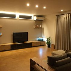 misanさんの、Lounge,間接照明,テレビボード,ナチュラルインテリア,シンプルライフ,オーク材,ホテルライク,ミニマリストになりたい,オーク材の床についての部屋写真