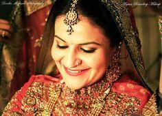 My gorgeous bride... #indianbride #indianwedding #sabyasachilehenga #subtlemakeup #indianjewellery #goldsmokeyeye #eyeliner #redlips #falselashes #kohleyes #bindi #goldjewelry #candidweddingphotography #brideportraits #makeupartist #makeupartistcommunity #anjumbhardwajmakeup #lovemyjob  Photography by Devika Mahajan by anjumbhardwajmakeup