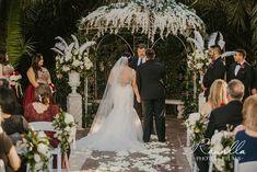 Great Gatsby Wedding - Great Gatsby Styled Wedding Great Gatsby Themed Wedding, Formal Wedding, Wedding Ceremony, Dream Wedding, Wedding Staircase, Short Centerpieces, Great Gatsby Fashion, Gatsby Style, Wedding Photoshoot