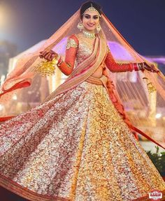 Get the new collection of lehenga chunni online. Enhance your beauty with the latest collection of lehenga choli, lehenga chunni designs, images online. Indian Bridal Outfits, Indian Bridal Lehenga, Indian Bridal Fashion, Indian Bridal Wear, Indian Dresses, Bridal Dresses, Pakistani Bridal, Indian Clothes, Indian Wear
