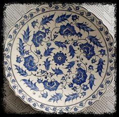 mihrican ,çini cini Turkish Art, Turkish Tiles, Turkish Plates, Clay Plates, Ceramic Plates, Pottery Painting, Ceramic Painting, Ceramic Decor, Ceramic Art