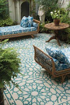 Aménagement jardin ou balcon oriental avec un canapé confortable