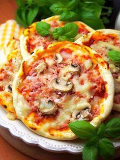 Szefowa w swojej kuchni. ;-): Szybkie pizzerinki (z ciasta bez wyrastania) Pizza Recipes, Dinner Recipes, Cooking Recipes, Pizza Kebab, Helathy Food, A Food, Food And Drink, Four, Vegetable Pizza