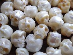 Skull-Bead-Rare-Intricate-High-Detail-Hand-Carved-Natural-White-Pearl-0-6mm-Hole