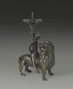 Chandelier : Samson 1er tiers du 13e siècle  SITE DE PRODUCTION Basse-Saxe (origine) TECHNIQUE/MATIÈRE cuivre (métal) , sculpture (technique)