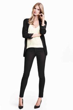 Pantalon super extensible: Pantalon 5 poches en twill super extensible lavé. Modèle avec jambes fines et taille de hauteur classique.