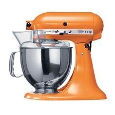 """KitchenAid Artisan Robot de Cozinha – Laranja <3 """"A personalidade de um cozinheiro expressa-se na criação de sensuais experiências culinárias que englobam todos os sentidos, incluído a visão. A KitchenAid considera as suas batedeiras como uma extensão criativa das mãos do cozinheiro, proporcionando um óptimo controlo a nível profissional. Esta Batedeira Artisan™ Chefe Tilt é tudo isso e tem um design icônico."""""""