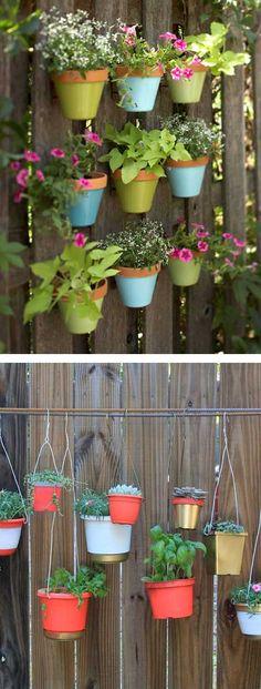 Jardines verticales con macetas colgantes