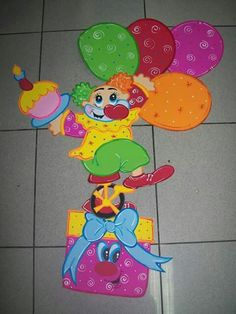 Painel                                                                                                                                                                                 Más Preschool Circus, Circus Crafts, Crafts To Make, Arts And Crafts, Birthday Bulletin Boards, Clown Party, School Painting, Dream Doll, Cosplay Diy
