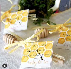 Fun Bee Party Favors! - See More Bee Party Ideas at B. Lovely Events Bee Cake Pops, Bee Cupcakes, Bee Party Favors, Yellow Desserts, Mommy To Bee, Dessert In A Jar, Baby Shower Cookies, Bee Theme, Childrens Party