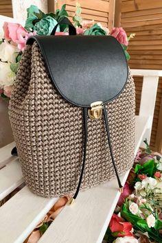 Crochet Handbags, Crochet Purses, Diy Crochet Bag, Fabric Handbags, Crochet Backpack Pattern, Crochet Round, Crochet Basics, Crochet Projects, Crochet Bag Tutorials
