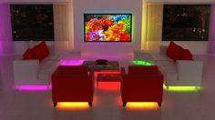 luminaire led en jaune, rose et vert, canapé design en cuir blanc neige et fauteuils rouges