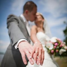 Wedding photography, check out these really creative wedding snap pin info reference 2203034693 now. Wedding Picture Poses, Wedding Couple Poses Photography, Pre Wedding Photoshoot, Wedding Poses, Wedding Shoot, Wedding Portraits, Wedding Pictures, Bride Groom Poses, Bride And Groom Pictures