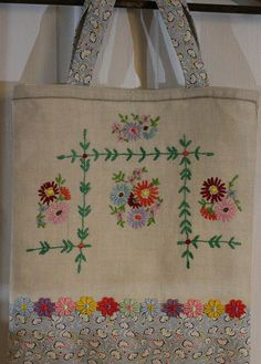 Embroidered Linen Bag by UniBee, via Flickr Embroidery Designs, Embroidery Transfers, Vintage Embroidery, Embroidery Stitches, Hand Embroidery, Vintage Fabrics, Vintage Sewing, Upcycled Vintage, Blue And White Fabric
