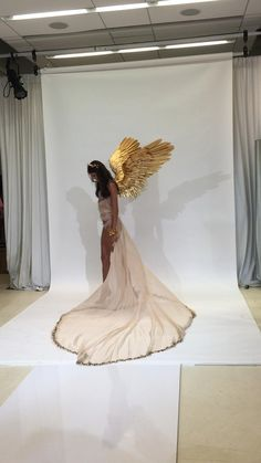 Victoria Secrets, Victoria Secret Wings, Victoria Secret Fashion Show, Swan Wings, Feather Angel Wings, Gold Angel Wings, Angel Wings Costume, Cosplay Wings, Fashion Show Themes