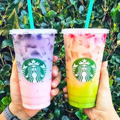 Rainbow Ombre Drinks From The Starbucks Secret Menu Look Great But Annoy Baristas Café Starbucks, Bebidas Do Starbucks, Starbucks Secret Menu Drinks, Starbucks Purple Drink, Dessert Drinks, Yummy Drinks, Fun Desserts, Cool Drinks, Purple Drinks