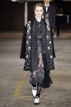 Antonio Marras Fall 2018 Ready-to-Wear Fashion Show Collection: See the complete Antonio Marras Fall 2018 Ready-to-Wear collection. Look 83