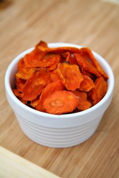 The entire batch of these carrot chips contains just 79 calories and offers four grams of filling fiber, making this an awesome healthy snack.