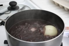 Refried Black Beans (frijoles volteados) recipe - from the The MIT Parents' Cookbook Family Cookbook Black Bean Soup, Black Beans, Guatemalan Recipes, Guatemalan Food, My Favorite Food, Favorite Recipes, Black Bean Recipes, Comida Latina, Latin Food