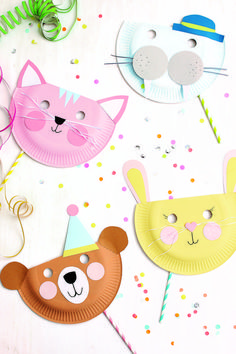 Süße Tiermasken mit Kindern basteln Carnival is coming! If you don't like dressing up but want to give your grandchildren. Farm Animal Crafts, Animal Crafts For Kids, Diy For Kids, Animal Masks For Kids, Paper Plate Masks, Paper Plate Crafts, Kids Crafts, Toddler Crafts, Craft Activities