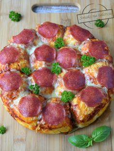 Pin by MsJusti on Essen und Trinken Pizza Ball, Love Pizza, Happy Foods, Frittata, Pepperoni, Hamburger, Sausage, French Toast, Food And Drink