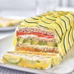 Veg Sandwich cake Source by ewyf Tee Sandwiches, Tea Party Sandwiches, Veg Sandwich, Sandwich Cake, Entree Recipes, Cooking Recipes, Sushi Cake, Snacks Sains, Cake Shapes