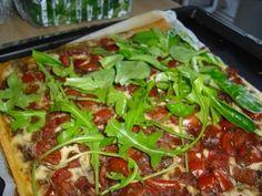 Italienischer Tomatenkuchen mit Rucola