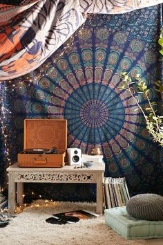 Magical Thinking Odette Medallion Tapestry : By replacing the Phonograph by a statute of Buddha it would be an ideal Zen corner!