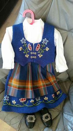 Roots, Knitting, Fashion, Dirndl, Moda, Tricot, Fashion Styles, Stricken, Knitwear