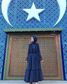 """Gönül Kolat Susam (@gonulkolatsusam): """"Seviyoruz seni Ankara 💙 ve Ankaralılar nasıl güzeldiniz! İyi ki geldik iyi ki geldiniz! @zeruj…"""" Muslim Fashion, Hijab Fashion, Korean Fashion, Fashion Outfits, Women's Fashion, Muslim Long Dress, Modern Abaya, Hijab Casual, Hijab Dress"""